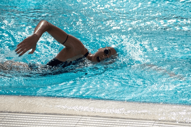 What is Breaststroke? Overviews and Swimming Techniques