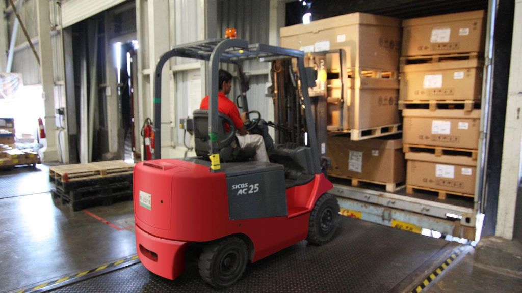 Safety Tips: How to Minimize Hazards in the Warehouse