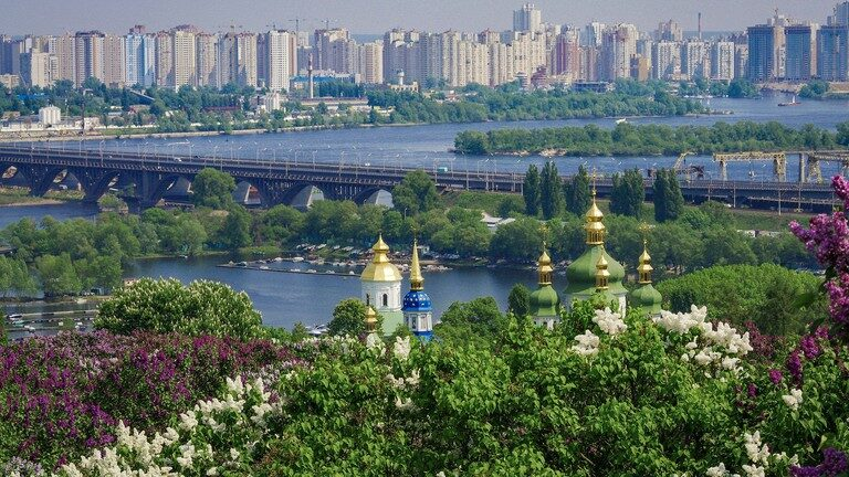 Book Emirates Airlines Cheap Flights to Enjoy the Beauty of Ukraine