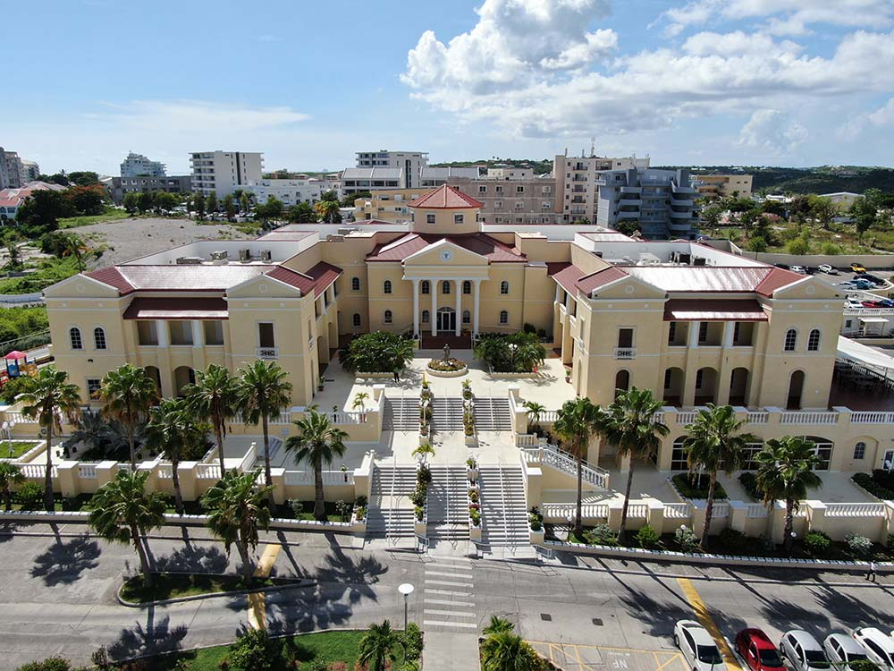 What is the Admission Criteria of American University of the Caribbean Medical School?