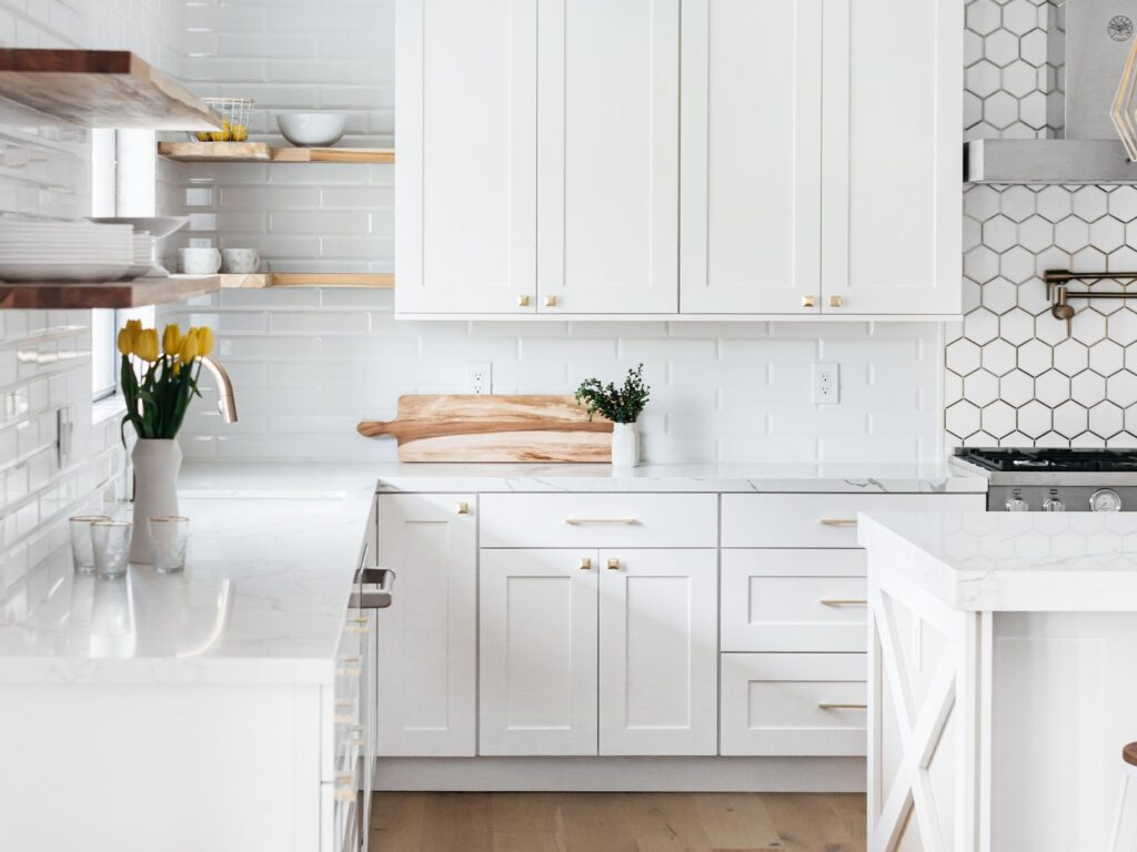 Eight Advantages of Wood Kitchen Cabinets