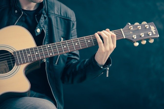 Tips you Need to know before choosing the guitar as musical Instrument