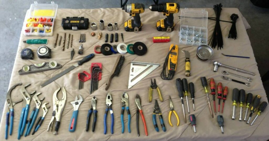 6 Electrical Tools That Every Pro Electrician Needs