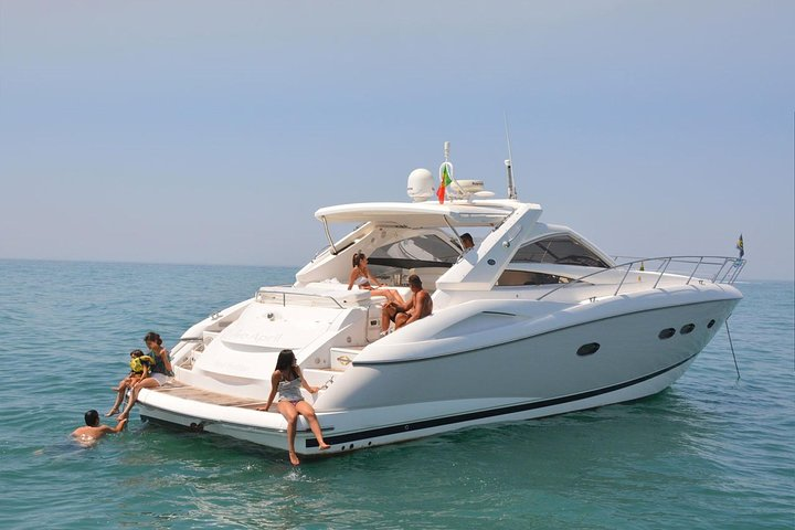 Why You Should Hire a Private Boat for Your Parties?